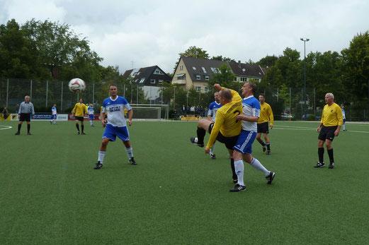 TuS Alte Herren 1 im Halbfinale des Stadtpokals gegen den VfB Frohnhausen. - Fotos 1,4,5: mal, 2-3: mast, 6-8: r.f.