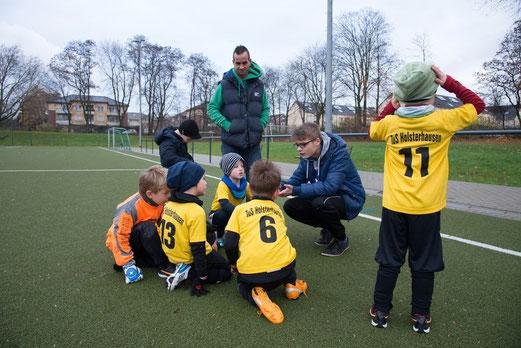 Halbzeit: TuS Bambini 2 im Spiel bei den Bambini 2 des Vogelheimer SV. - (Foto: r.f.).