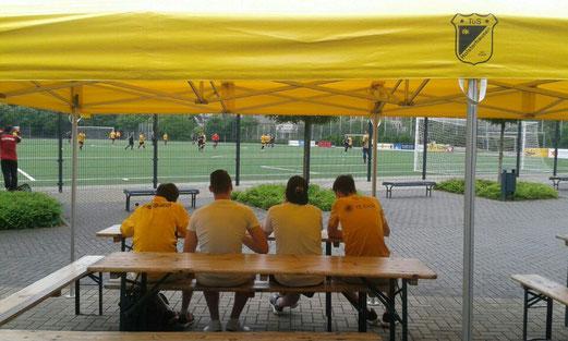 Saisonfinale an der Pelmanstraße, TuS Zweite Mannschaft gegen JuSpo E.-West. - Fotos: cll (1-3), ings (4-7).