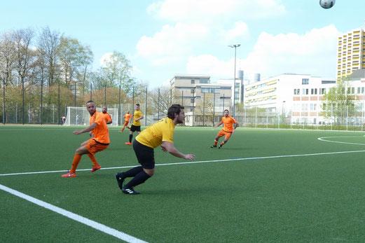 TuS Zweite Mannschaft im Spiel gegen AL-ARZ Libanon II.- Fotos: mal.
