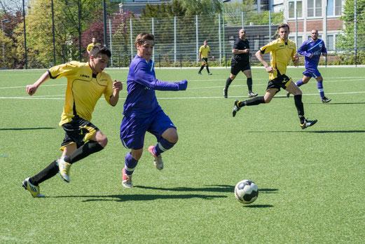 TuS Zweite Mannschaft im Spiel gegen TuRa 86 2 an der Pelmanstraße (Foto: r.f.).