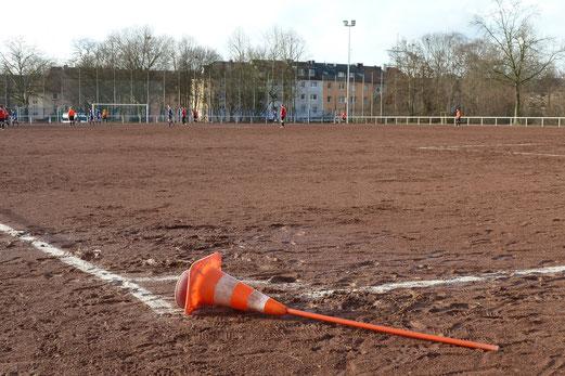 TuS Zweite Mannschaft, Testspiel bei Blau-Weiß Gelsenkirchen, Sportzentrum Schürenkamp. - Fotos: mal.