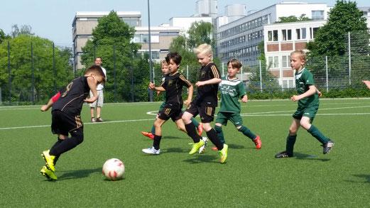 TuS F3-Jugend im Testspiel gegen die F2 des SuS Haarzopf. - Fotos: s.b.