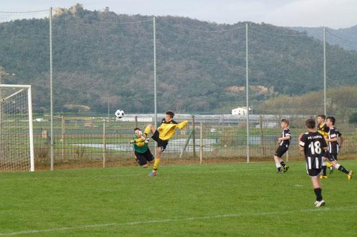 Die größte Chance des Spiels für TuS C-Jugend im Spiel gegen den FC Laufen aus der Schweiz (Foto: mal).
