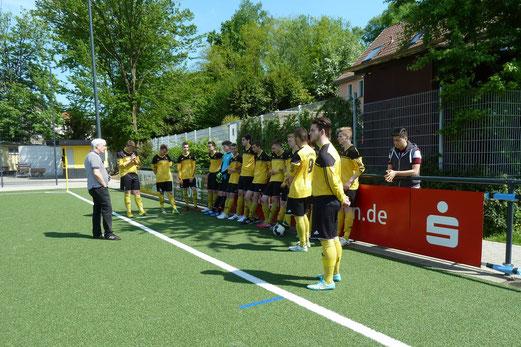 TuS B1-Jugend im Heimspiel gegen den Vogelheimer SV. - Fotos: mal.