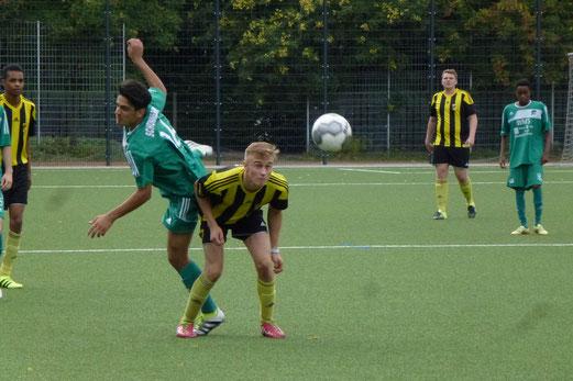 TuS A-Jugend im Heimspiel gegen die SpVgg. Schonnebeck. - Fotos: mal.