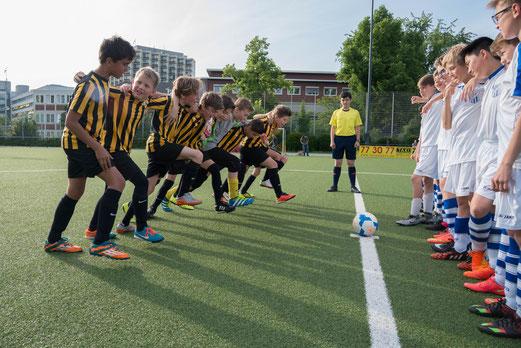 TuS D2-Jugend im Spiel gegen SG Kupferdreh-Byfang D2. - Fotos: r.f.
