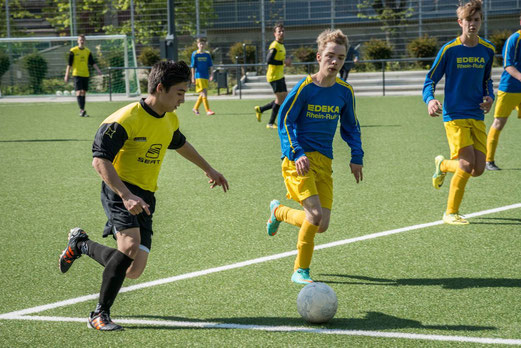TuS A-Jugend im Spiel gegen die A2 der SG Schönebeck an der Pelmanstraße (Foto: r.f.).