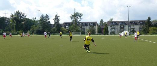 Neuer Kunstrasen an der Lohwiese: TuS A-Jugend im Auswärtsspiel beim FC Karnap. - Foto: mal.
