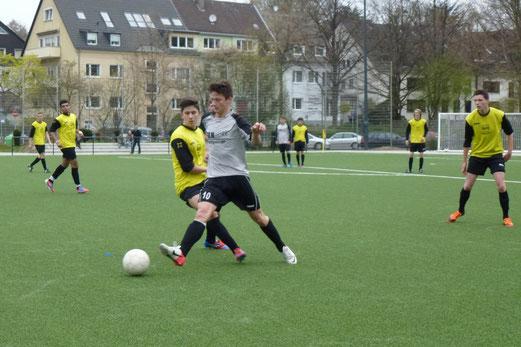 TuS A-Jugend im Heimspiel gegen die A2 der SG Altenessen (Foto: mal).
