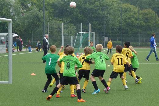Ecke für die F1 von DJK Eintracht Borbeck im Spiel gegen die TuS F1-Jugend. - (Foto: mal).