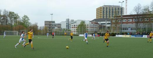 TuS C1-Jugend im Testspiel gegen die C2 des VfB Waltrop. - Fotos: mal.
