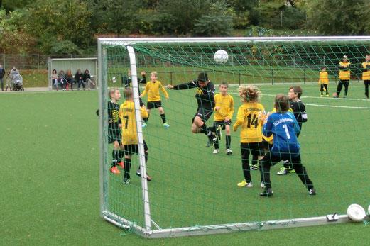 E1-Jugend im Heimspiel gegen Adler Frintrop. - (Foto: s.v.g.).