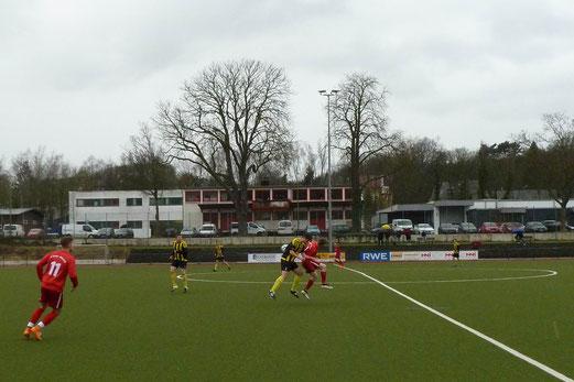 TuS A-Jugend im Spiel beim SC Werden-Heidhausen im Löwental. - Fotos: abo (1, 7-8), mal (2-6).