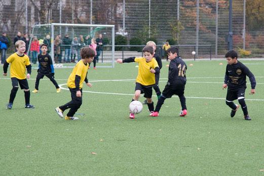 Dynamisch wie immer: TuS F2-Jugend im Heimspiel gegen Altenessen 18. - (Foto: r.f.).