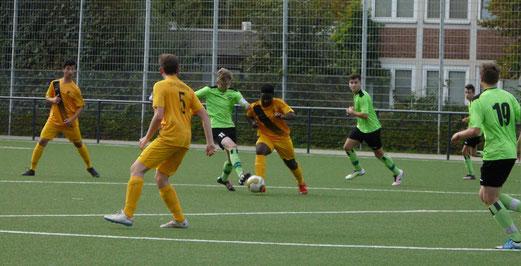 TuS B-Jugend im Spiel gegen SG Kupferdreh-Byfang. - Foto: lua.