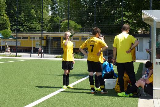 Testspiel bei sommerlichen Temperaturen: TuS D1-Jugend gegen die C2 des FC Stoppenberg. - (Foto: mal).
