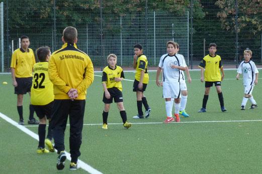 TuS D1-Jugend im Spiel gegen Union Frintrop, Pelmanstraße, 02.10.2013 (Foto: mal).