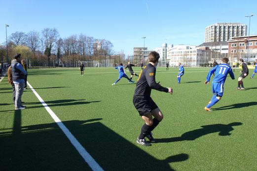 Erste Mannschaft im Heimspiel gegen Katernberg 19. - (Foto: mal).