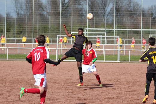 B2-Jugend am Schemmannsfeld, im Hintergrund das Spiel der Zweiten gleicher Stelle. - Foto: abo.