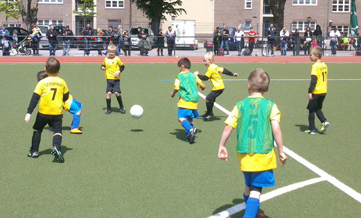 TuS Bambini 1 beim TuSEM Turnier am Fibelweg (Foto: nal).