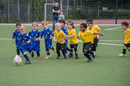 TuS Bambini 1 noch als Bambini 3, TuS-Turnier-Tage, Pelmanstraße, 13.06.2015. - Foto: r.f.