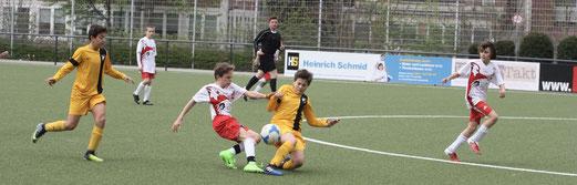 TuS D1-Jugend im Testspiel gegen ESC Rellinghausen 06. - Fotos: pad.