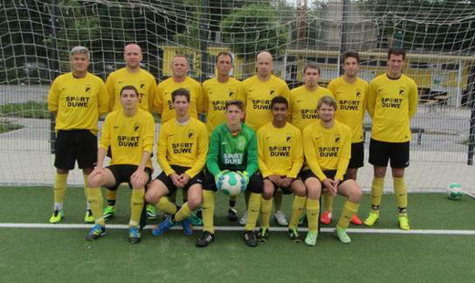 Vierte Mannschaft - Saisoneröffnungsfoto. - Foto: dwei.
