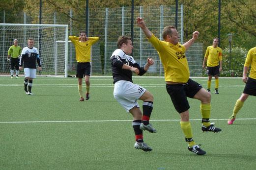 Einen schweren Stand hatte die Vierte Mannschaft im Heimspiel gegen ESC Preußen 2. - Fotos: mal.