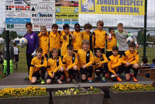 TuS D2-Jugend beim Internationalen Jugendturnier des FC Kerkrade-West. - Fotos: p.d. und meng.