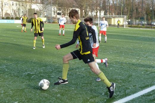 TuS A-Jugend im Spiel gegen den FSV Kettwig. - Fotos: mal (1-5,8), abo (6-7).