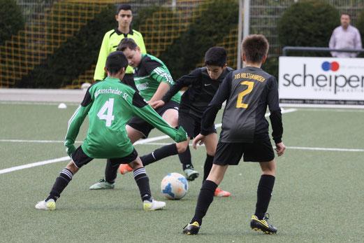 TuS D1-Jugend im Testspiel gegen den Rüttenscheider SC. - Fotos: pad.