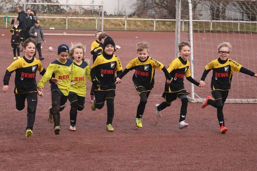 TuS F2-Jugend an der Krayer Schönscheidtstraße. - Fotos: mage.