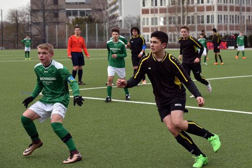 TuS C-Jugend im Spiel gegen die C2 der SpVgg. Schonnebeck. - Fotos 1-5: a.s.