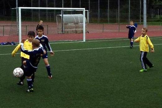 Unentschieden an der Kuhlhoffstraße: TuS F1-Jugend im Spiel gegen SG Altenessen (Foto: m.d.).
