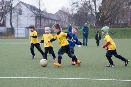 Auswärtsspiel beim Vogelheimer SV, 30.11.2013. - (Foto: r.f.).