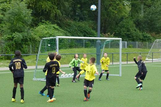 TuS E3-Jugend im Spiel gegen DJK Eintracht Borbeck E2 (2:0). - (Foto: mal).