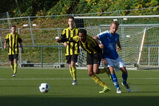 TuS A-Jugend im Auswärtsspiel an der Hubertusburg. - Fotos: mal.