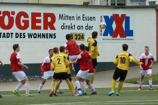 TuS B1-Jugend im Auswärtsspiel an der Keplerstraße. - Fotos: mal.
