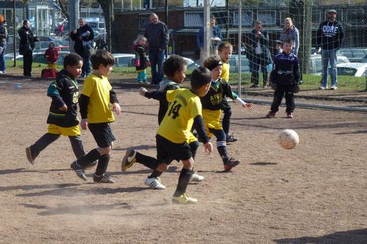 15 auf einen Streich: Bambini 1 gegen die KiTa Vosselerweg (Foto: mal).