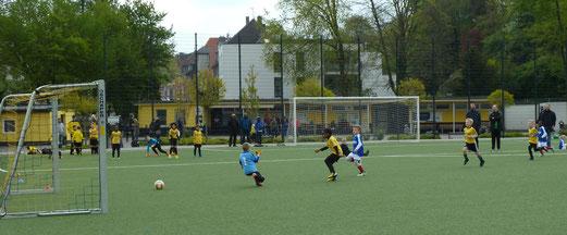 TuS Bambini 2 im Spiel gegen die G2 des SV Borbeck. -Fotos: mal.