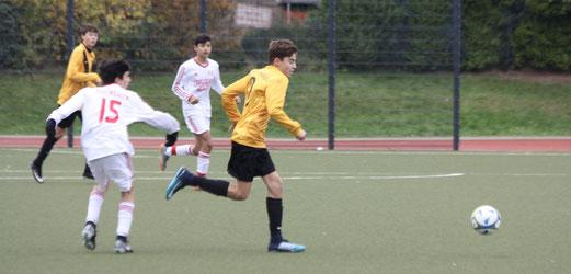 TuS C1-Jugend im Spiel beim TuSEM. - Fotos: pad.