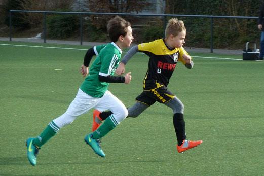 TuS F2-Jugend im Spiel gegen die F2 von ESC Rellinghausen 06. - Fotos: mal.