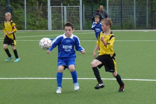 TuS E1 im Nachholspiel gegen die E2 von VfB Frohnhausen (Foto: mal).