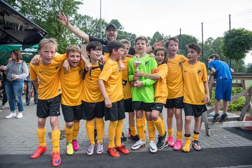 TuS D2-Jugend, noch als E1-Jugend, im Juni 2016, Turniersieger, TUS TURNIER TAGE. - Foto: r.f..