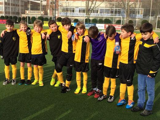 Erste Punkte im ersten Rückrundenspiel. E1-Jugend nach dem Abpfiff. - Foto: p.d.