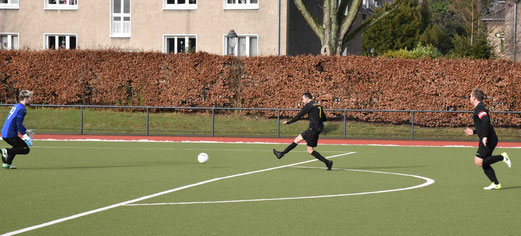 Tor zum 1:0 für die 2. Mannschaft des TuS am Fibelweg durch Djilali (Pippo) Djellal.