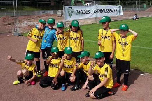 TuS F3-Jugend beim Tag des Jugendfußballs auf der Bezirkssportanlage am Sachsenring. - Foto: tisa.