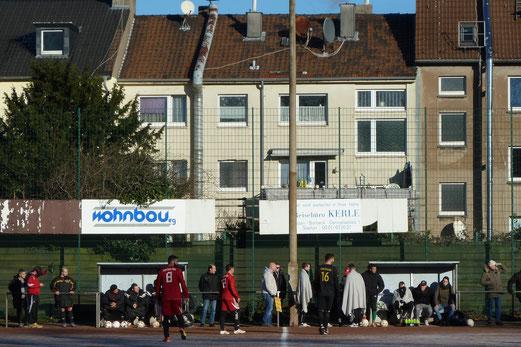 TuS Zweite Mannschaft im Spiel bei JuSpo Essen-West. - Fotos: mal.