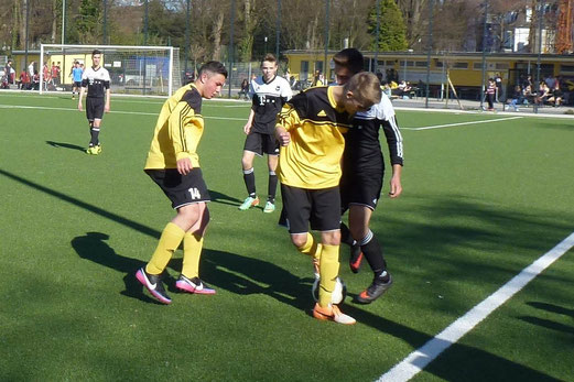 TuS B-Jugend im Heimspiel gegen ESC Preußen 02. - (Foto: mal).